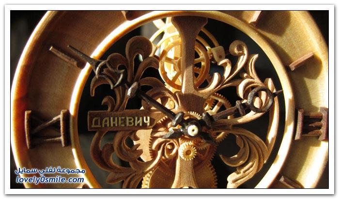 ساعة منحوتة من الخشب Clock-carved-from-wood-12