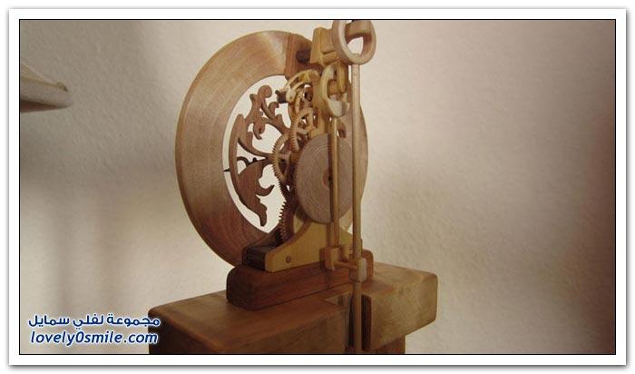 ساعة منحوتة من الخشب Clock-carved-from-wood-13