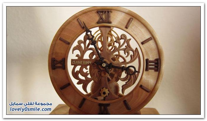 ساعة منحوتة من الخشب Clock-carved-from-wood-14