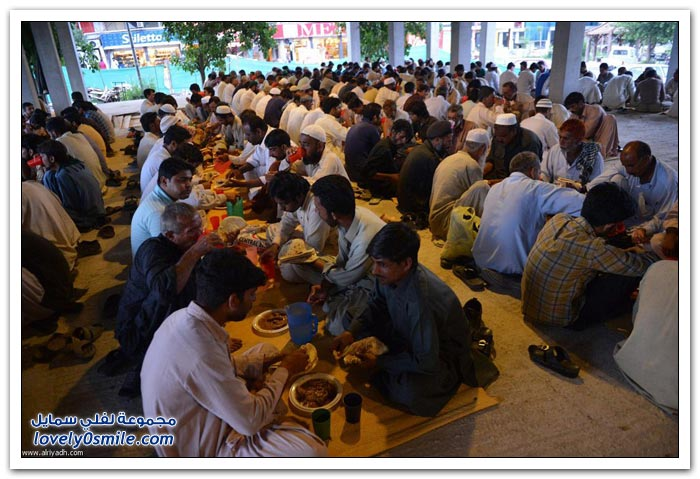 الفطور الجماعي في رمضان في بعض دول العالم Collective-breakfast-in-Ramadan-07