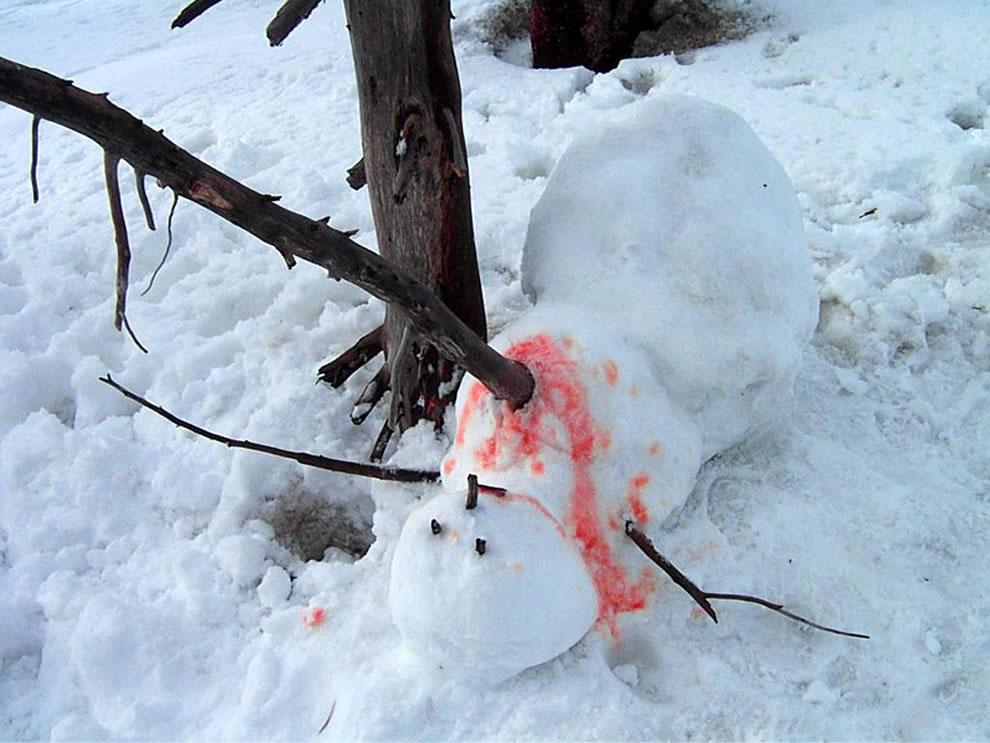 Drunk Tank Team Challenge II - Page 2 Snowman-nightmare-Dead-Calvin-and-Hobbes-esque-murdered-snowman