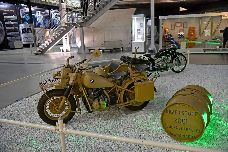 Musées de la moto etc. Technik-Museum-Speyer-100-Jahre-Wehrmacht-Beiwagen