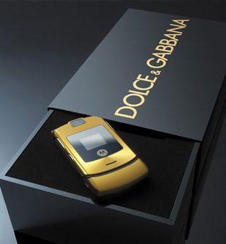 24 ans pour 24 cm Motorola-RAZR-V3i-Dolce-Gabbana