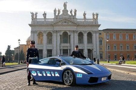 Votre voiture en photos (pas trop larges) - Page 10 Lamborghini_gallardo_3-thumb-450x299