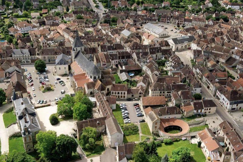 Par ordre alphabétique, des villes et des villages . - Page 2 Yonne-remarquable_1963146