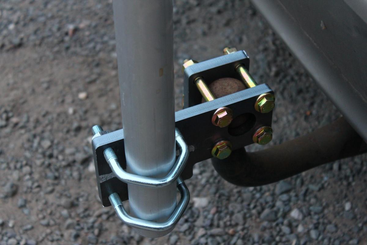 Accroche de mat télescopique sur boule de caravane IMG_5642