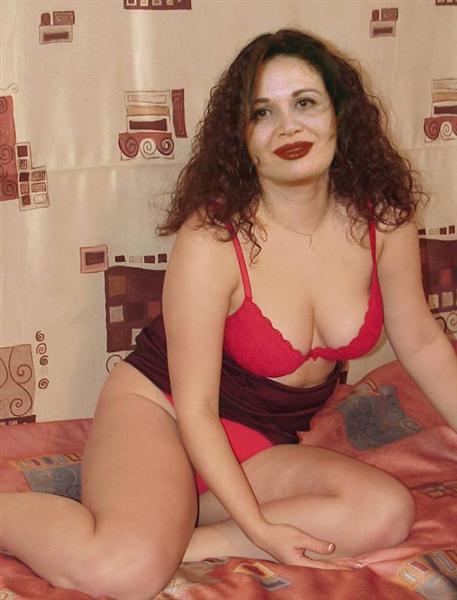 فضيحة الهام شاهين عارية على السرير بالصور 0610100306437jboyjy1q5ig4508