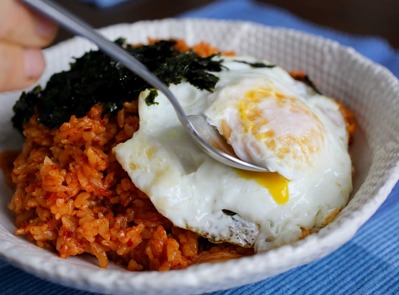 Да сготвим вкусно - Page 2 Kimchibokkeumbap1