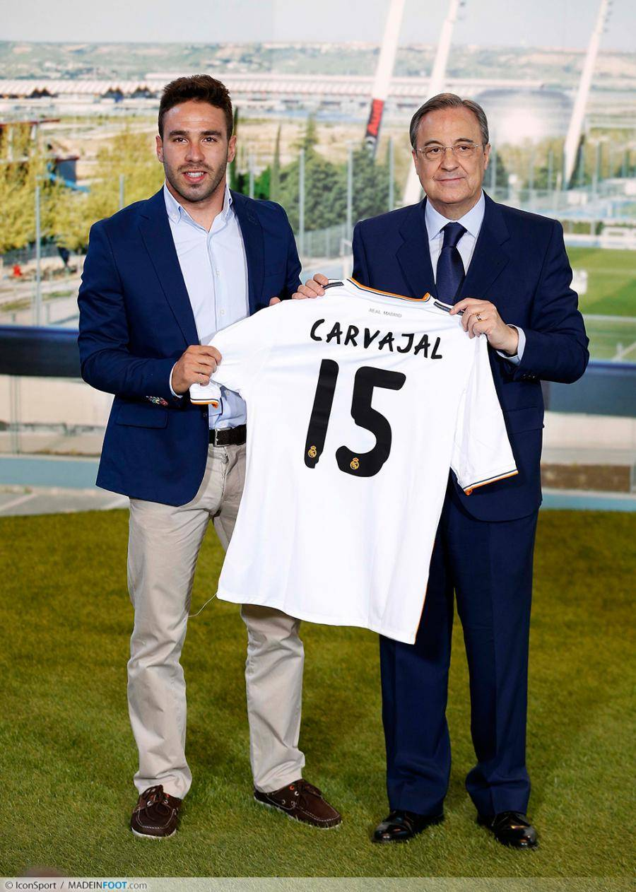 ¿Cuánto mide Eden Hazard? - Altura y peso - Real height and weight - Página 5 Dani-carvajal---florentino-perez--05-07-2013-nouveau-joueur-du-real-madrid-20130708120331-1118
