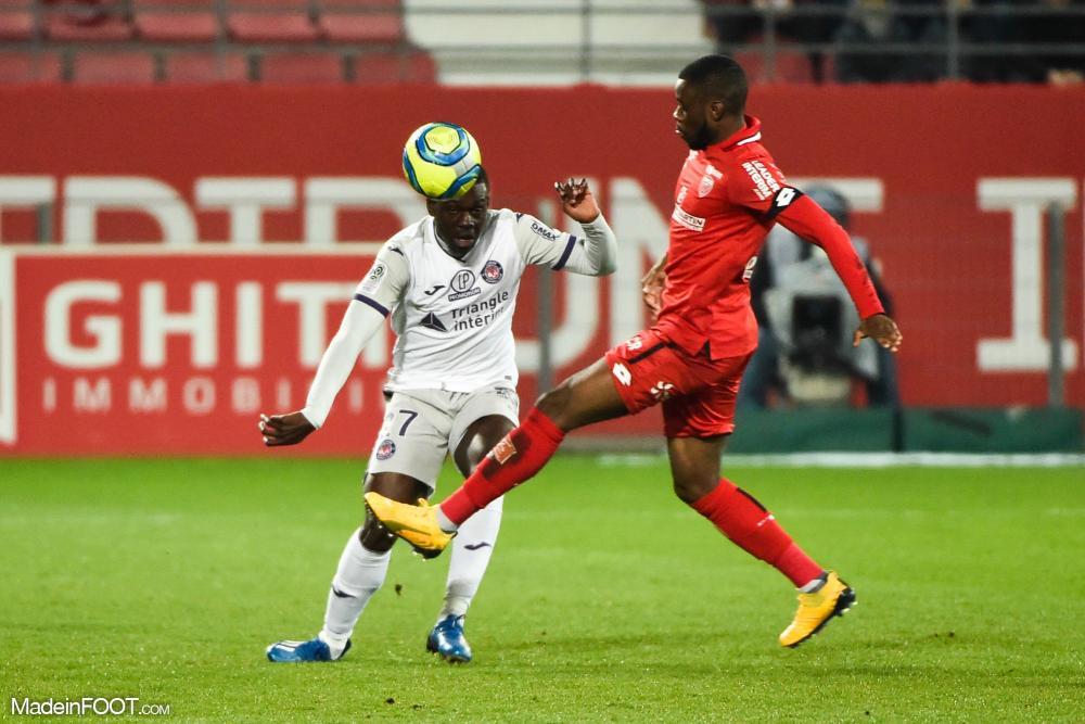 Championnat de France de football LIGUE 1 2018-2019-2020 - Page 40 L1-20200307213535-8019