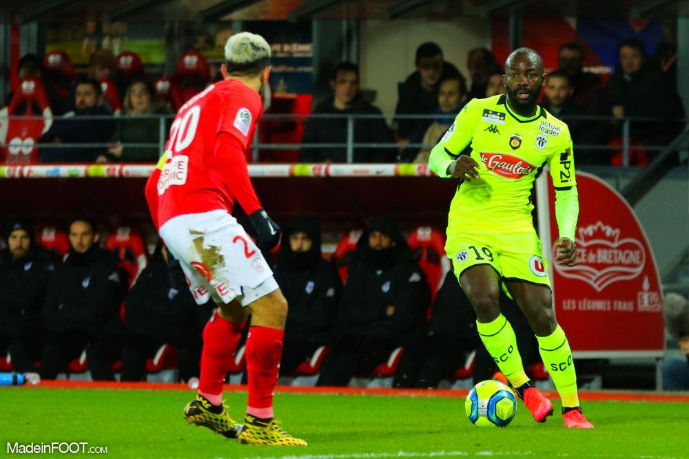 Championnat de France de football LIGUE 1 2018-2019-2020 - Page 40 Stephane-bahoken-during-the-ligue-1-match-between-brest-and-angers-on-29th-february-2020-20200229214529-7336