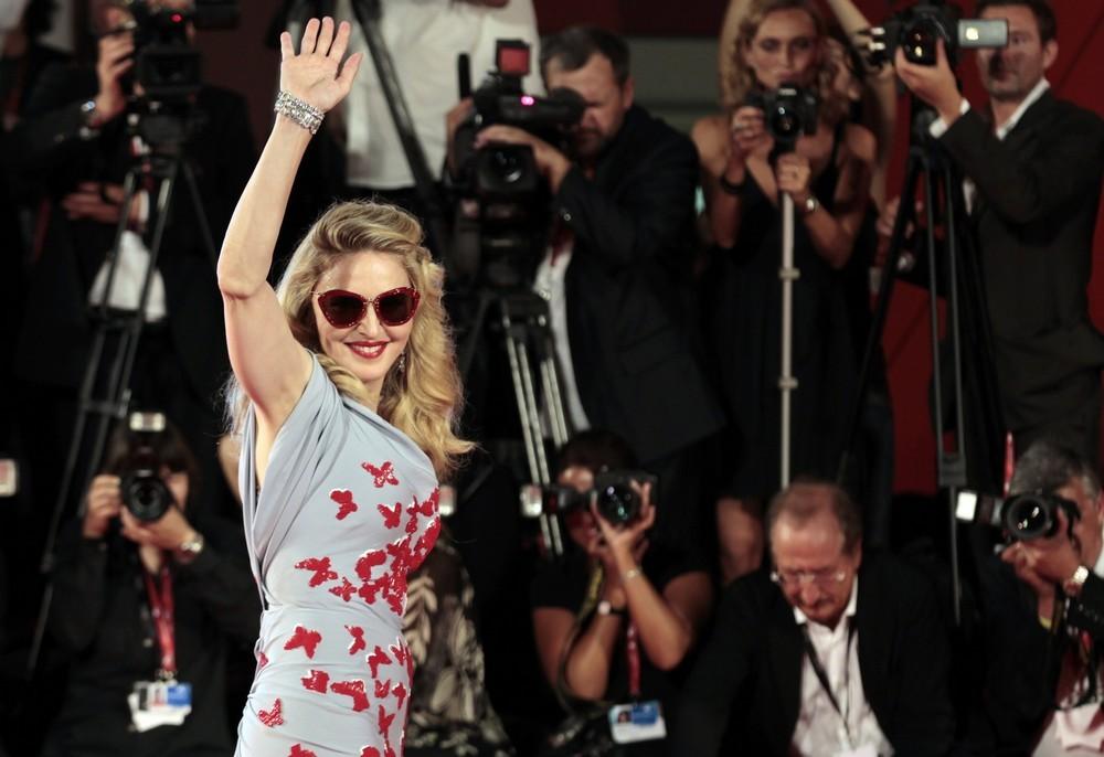Película >> 'W.E.'  (Directora)  - Página 3 20110901-pictures-madonna-venice-we-world-premiere-red-carpet-25