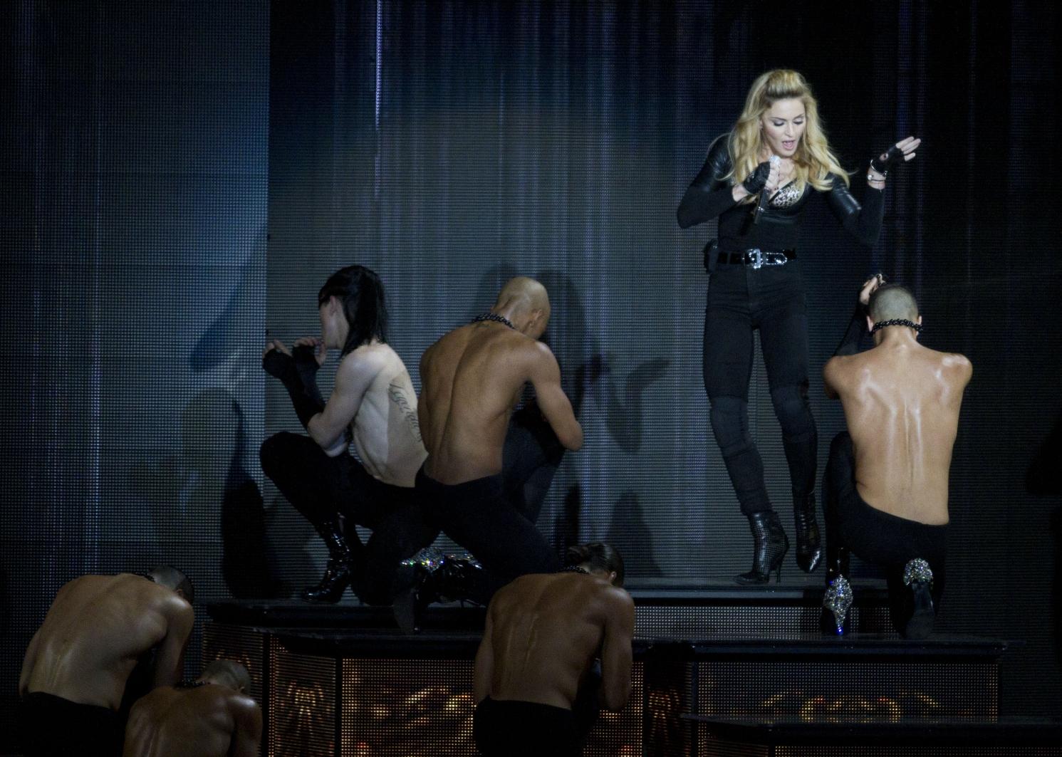 Gira >> MDNA Tour 2012 - Página 49 20120531-pictures-madonna-mdna-tour-tel-aviv-opening-10