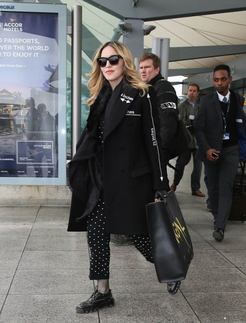 Madonna    20160407-pictures-madonna-out-and-about-london-11-500x656