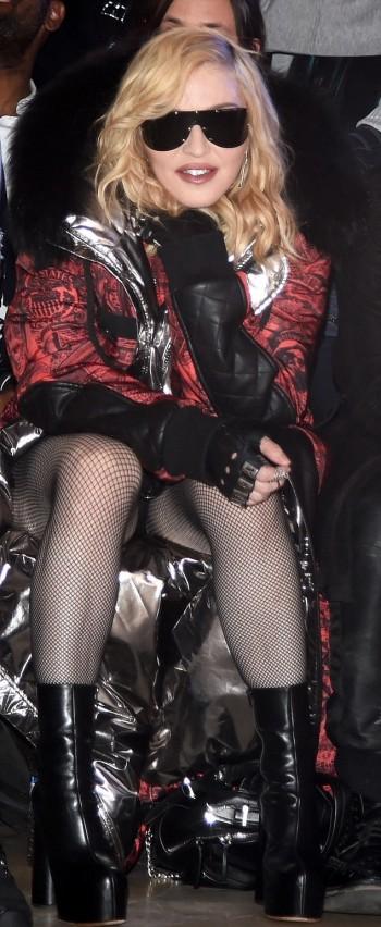 Madonna    - Página 13 20170214-pictures-madonna-philipp-plein-new-york-10-350x852