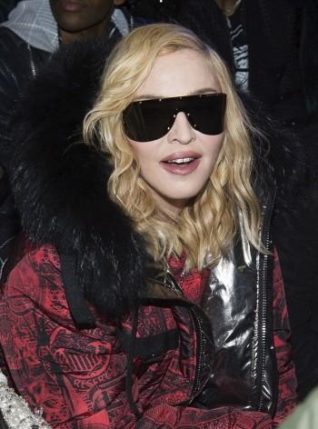 Madonna    - Página 13 20170214-pictures-madonna-philipp-plein-new-york-13-350x472