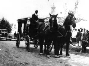 Maison funéraire Robert et Fils 300x221_corbillard_chevaux