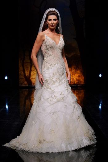 احلى فساتين اعراس لعروس المنتدى فوفو (( هدية مميزة من عضوة مميزة )) 116_101055_1197140240