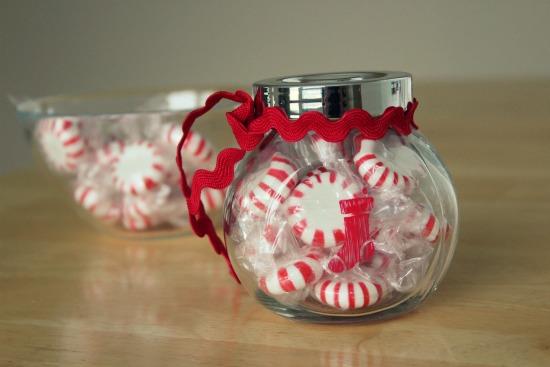 افكار متنوعة تساعدك على الابداع دائما Holiday-Treat-Jar-Gifts