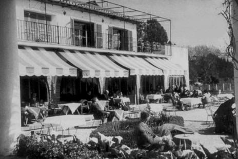 La Málaga de ayer - Página 3 481-people_waiting_at_airport-1948