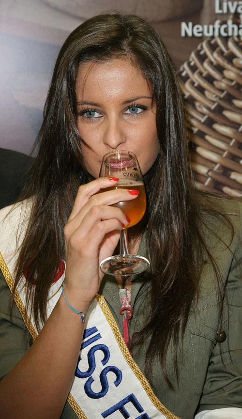 Miss Normandie 2009...Miss France 2010. - Page 4 Malika-Menard-salon-agriculture-2010-5