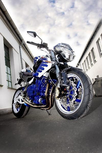 Une Benelli de 1236 cc, 160cv et Bleue..... 2