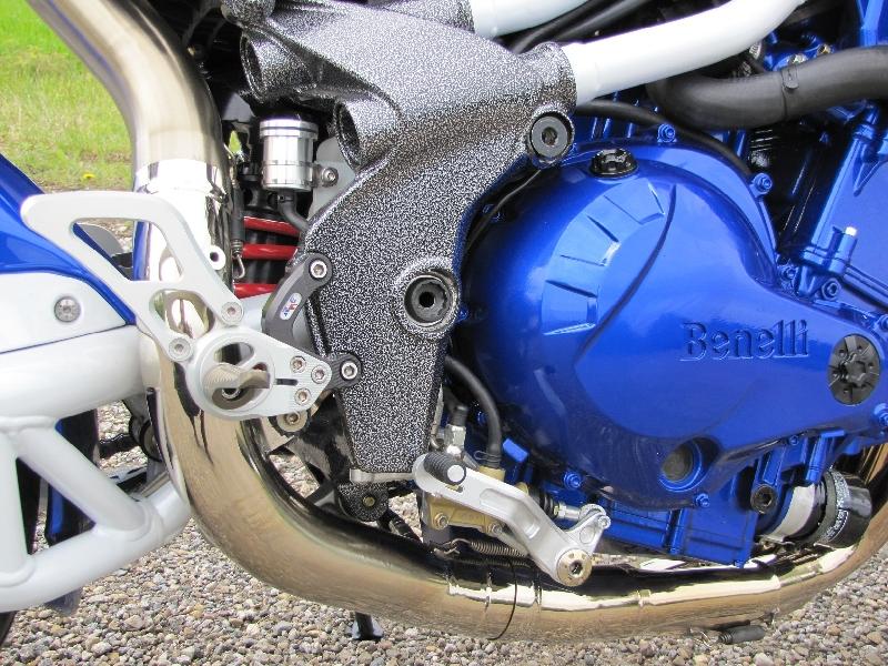 Une Benelli de 1236 cc, 160cv et Bleue..... 3
