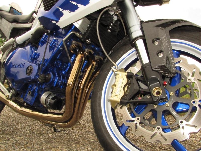 Une Benelli de 1236 cc, 160cv et Bleue..... 5