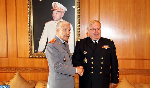Coopération militaire Maroco - Française  - Page 2 General_Arroub_recoit_amiral_chef_d%C3%A9tat_major_francais_-M1