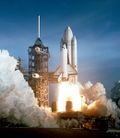 أحداث شهر أبريل 120px-Space_Shuttle_Columbia_launching