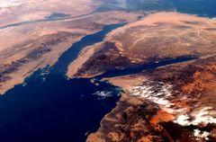صور حلوه و حلوتين حلوه يا بلدى مصر 240px-Gulf_of_Suez_from_orbit_2007