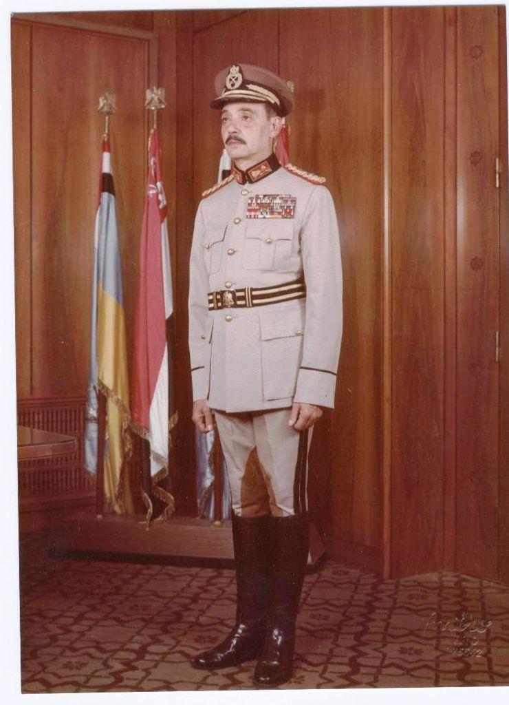 بمناسبة الذكرى الأربعين لحرب أكتوبر المجيدة: حوار ومقتطفات نادرة للبطل المشير محمد عبد الغني الجمسي 740px-Gamasi3