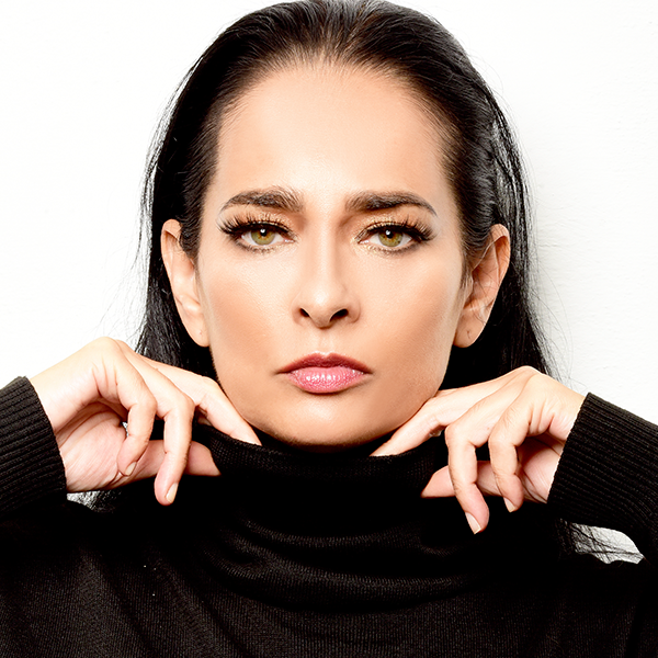 Μετράμε Κουβανούς.  Jacqueline-Arenal-perfil
