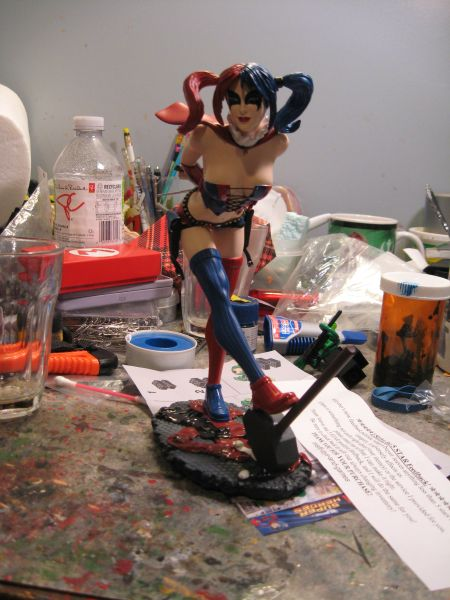 DC COMICS COVER GIRLS: HARLEY QUINN STATUE 1