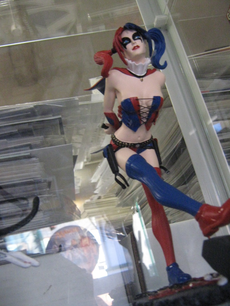DC COMICS COVER GIRLS: HARLEY QUINN STATUE 2