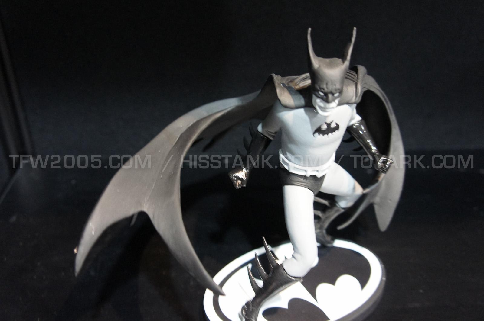 BATMAN BLACK & WHITE #49 : TONY MILLIONAIRE Batman_Black_And_White_Statues_by_TONY_MILLIONAIRE1