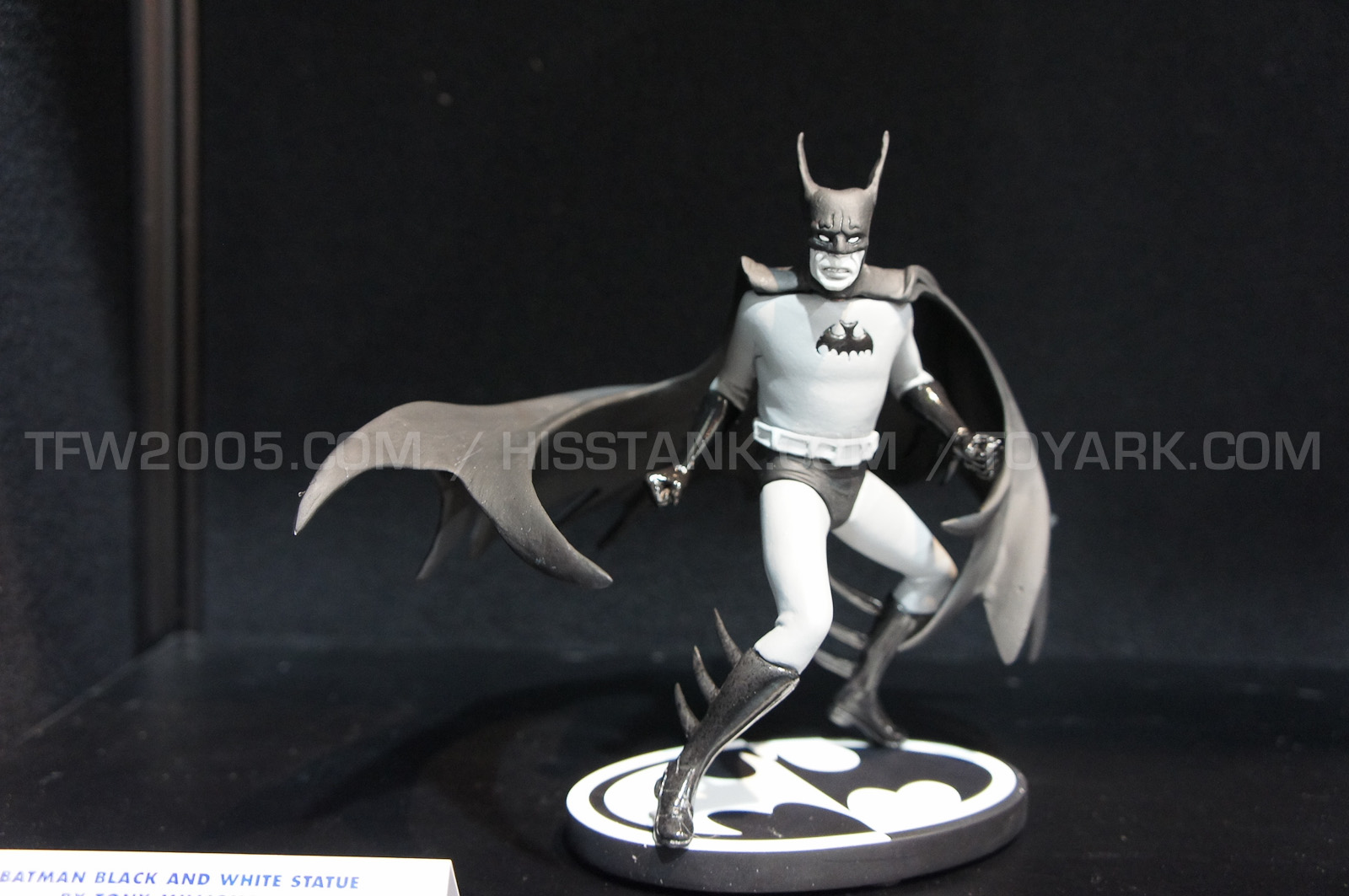 BATMAN BLACK & WHITE #49 : TONY MILLIONAIRE Batman_Black_And_White_Statues_by_TONY_MILLIONAIRE2