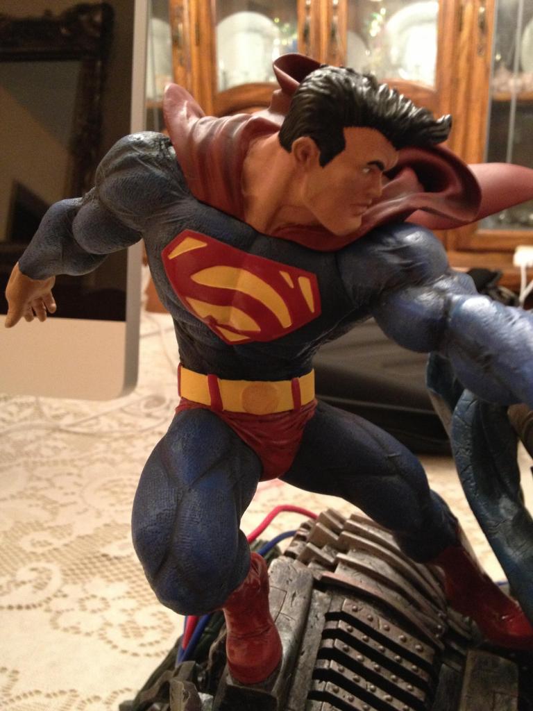THE DARK KNIGHT RETURNS - Superman VS Batman Statue  4