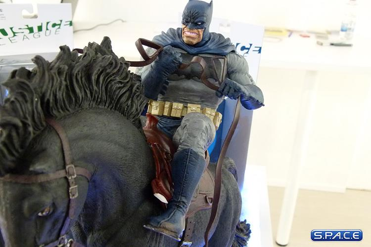 DC Collectibles The Dark Knight Returns Statue 19