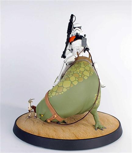Sandtrooper on Dewback Animated Maquette 80193-4