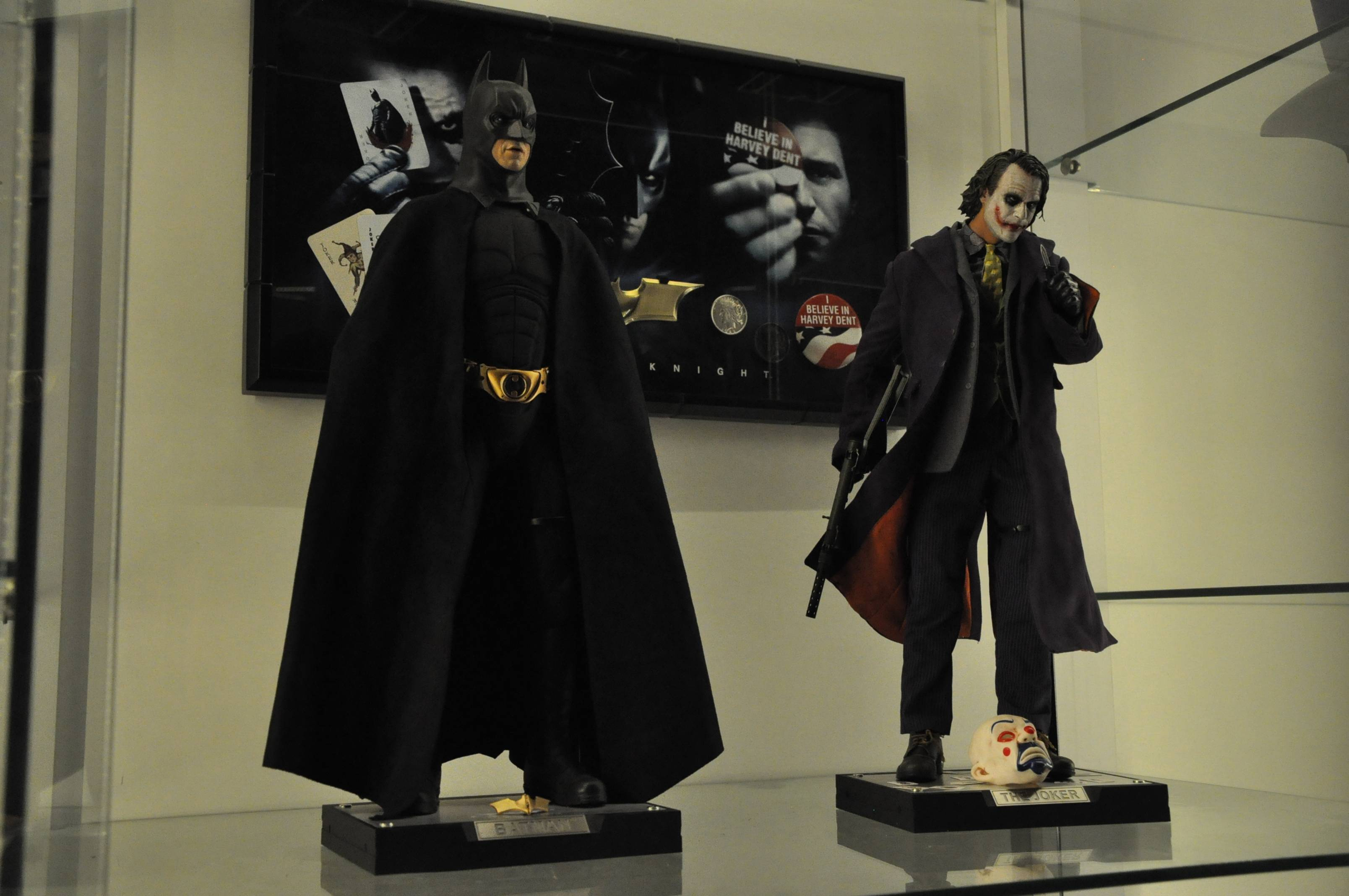 "BATMAN ""THE DARK KNIGHT"" : ENTERBAY -  1/4 SCALE 11"
