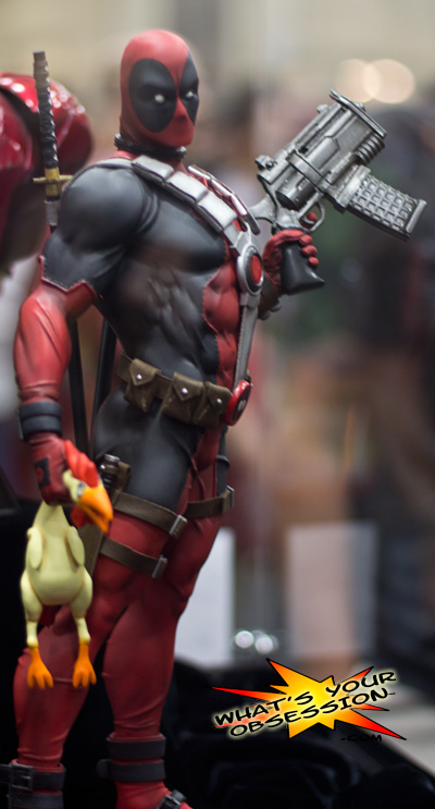 DEADPOOL Premium format Sideshow-collectibles-deadpool-premium-format-statue-low