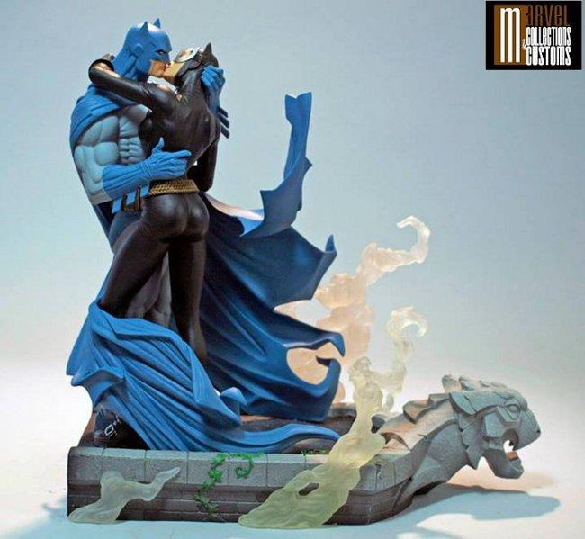 BATMAN & CATWOMAN - THE KISS STATUE 2-DC_Collectibles___Batman___Catwoman_The_Kiss_Statue
