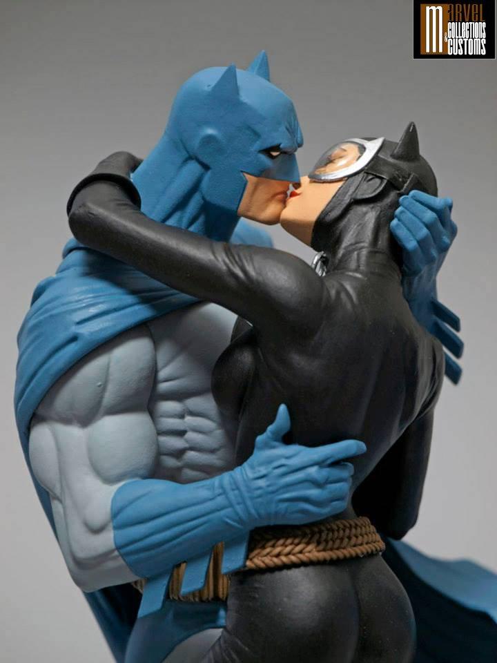 BATMAN & CATWOMAN - THE KISS STATUE Batman_Cat_1