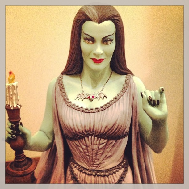 THE MUNSTERS : LILY MUNSTER MAQUETTE 10-THEETERHEAD_-_LILY_MUNSTER_16_MAQUETTE