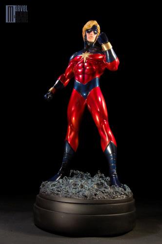 """CAPTAIN MARVEL """"Genis-Vell / Legacy"""" - Statue - John A.Ficchi Captain_Marvel_classic_photo_officielle_copie"""