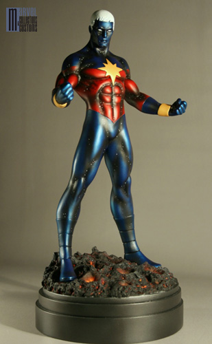 "CAPTAIN MARVEL ""Genis-Vell / Gant d'Infini"" - Statue - John A.Ficchi Captain_Marvel_modern_photo_officielle_copie"