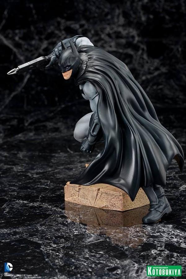 ARKHAM CITY : BATMAN Batman-Arkham-City-Kotobukiya-ARTFX_-DC-Comics-03