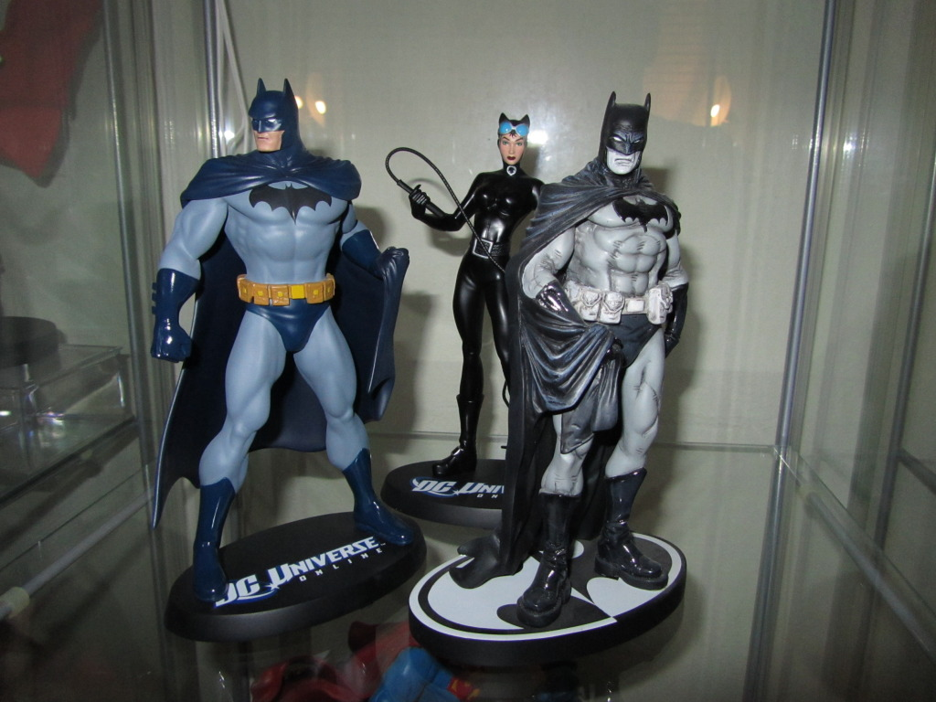 DC UNIVERSE ONLINE STATUE: BATMAN Batman_DC_universe