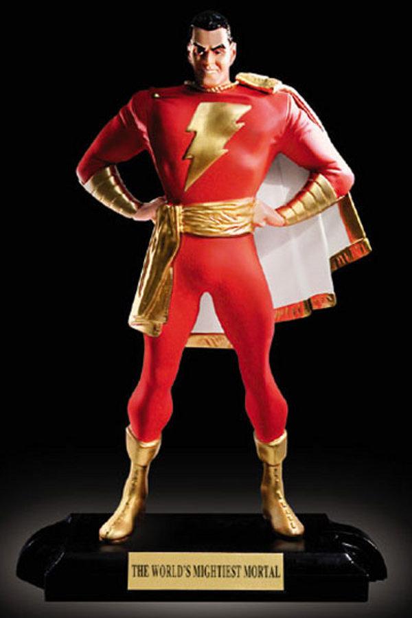 SUPERMAN KINGDOM COME statue par  ALEX  ROSS  /  SHAZAM KINGDOM COME statue par ALEX  ROSS  Shazam_satue_kingdom_com_
